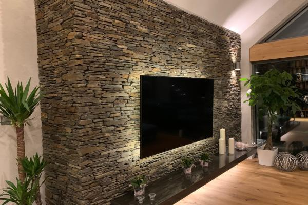 Ściana telewizyjna, łupek szarobrązowy